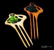 Diseño de inspiración modernista. En madera de castaño y teka. Realizada a mano de forma artesanal. Tintes especiales para madera y betún de judea.