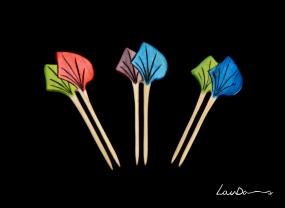"""Peinetas """"Japonés"""". En madera de castaño. Diseño original y realizada a mano de forma artesanal. Tintes especiales para madera y betún de judea."""